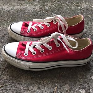 Red low top converses